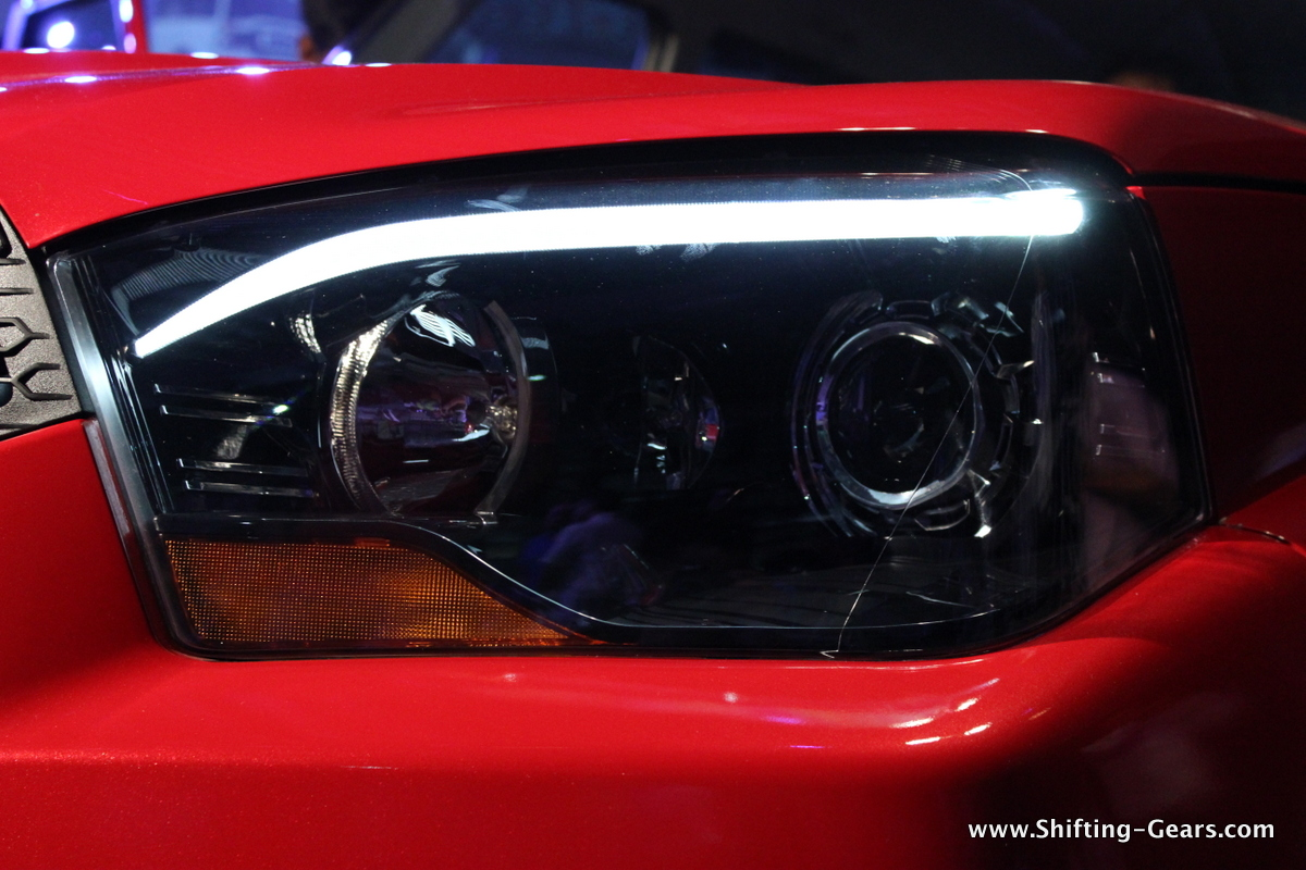 Smoked out, projector headlamps with static bending technology get LED DRL eyebrows