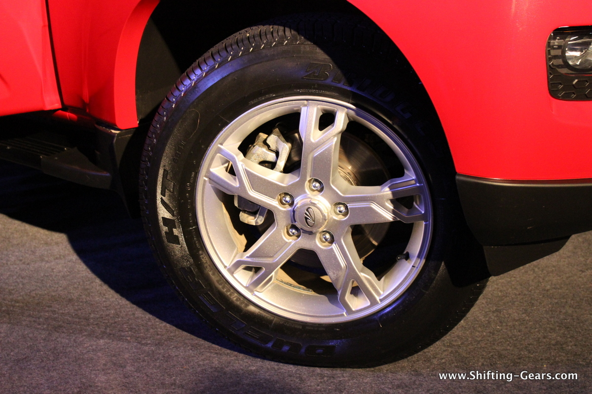"17"", 5-spoke alloy wheels"