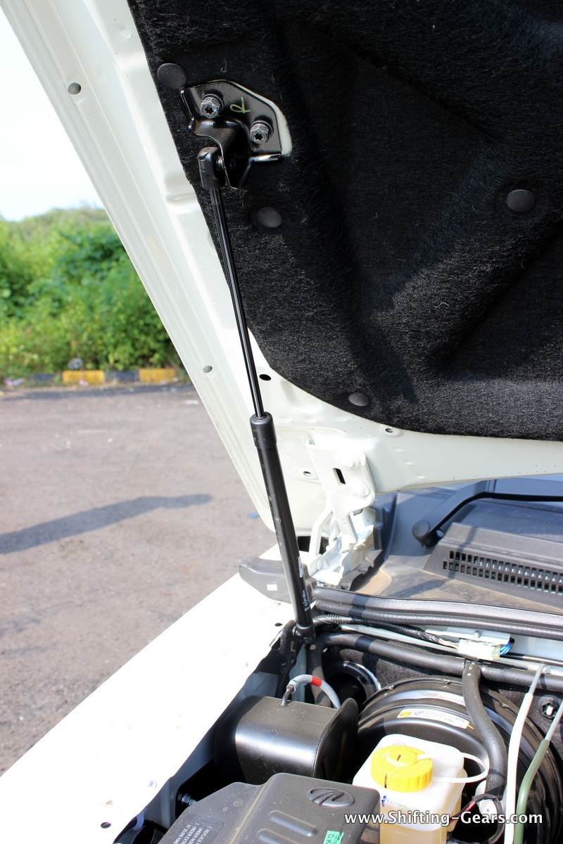 Hydraulic assist for the bonnet
