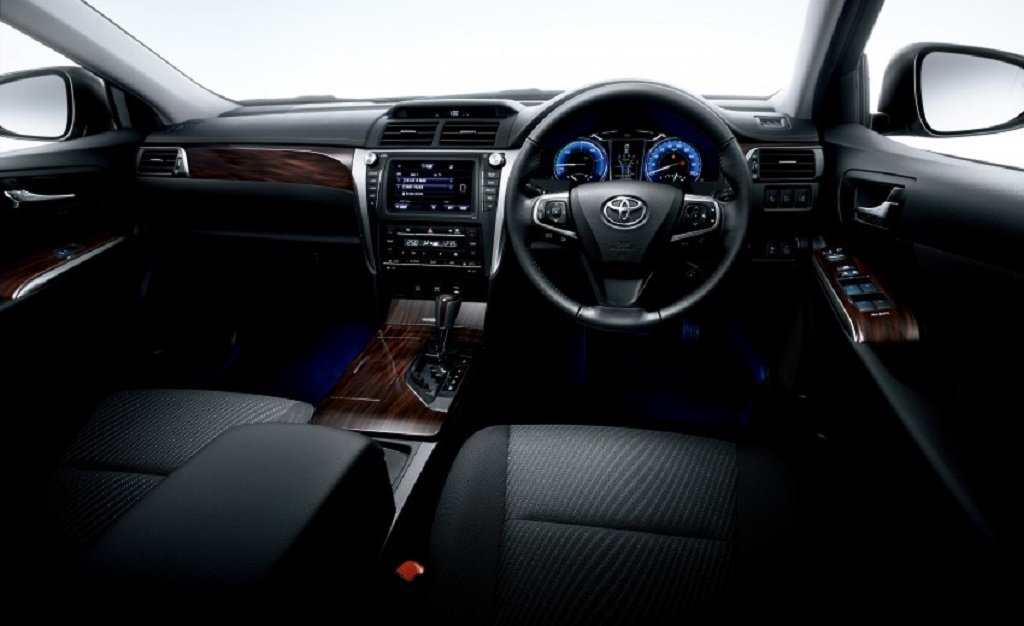 2015-Toyota-Camry-Hybrid-Facelift-Interior