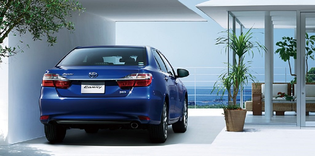 2015-Toyota-Camry-Hybrid-Facelift-Rear