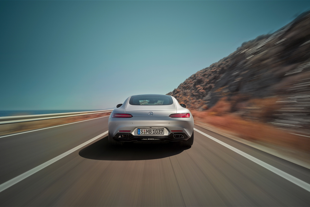 2016-mercedes-amg-gt-rear-end-in-motion-03