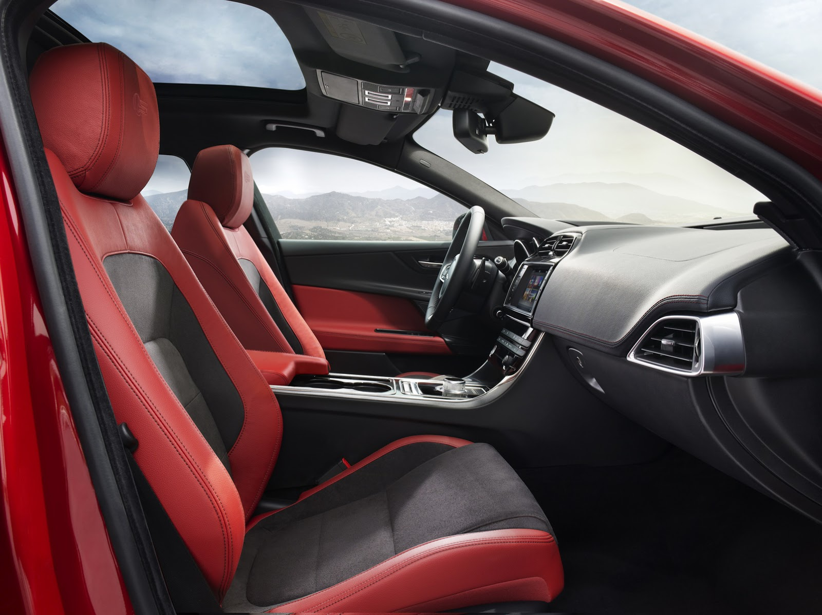 New-2016-Jaguar-XE-officially-revealed-Images-and-details-23