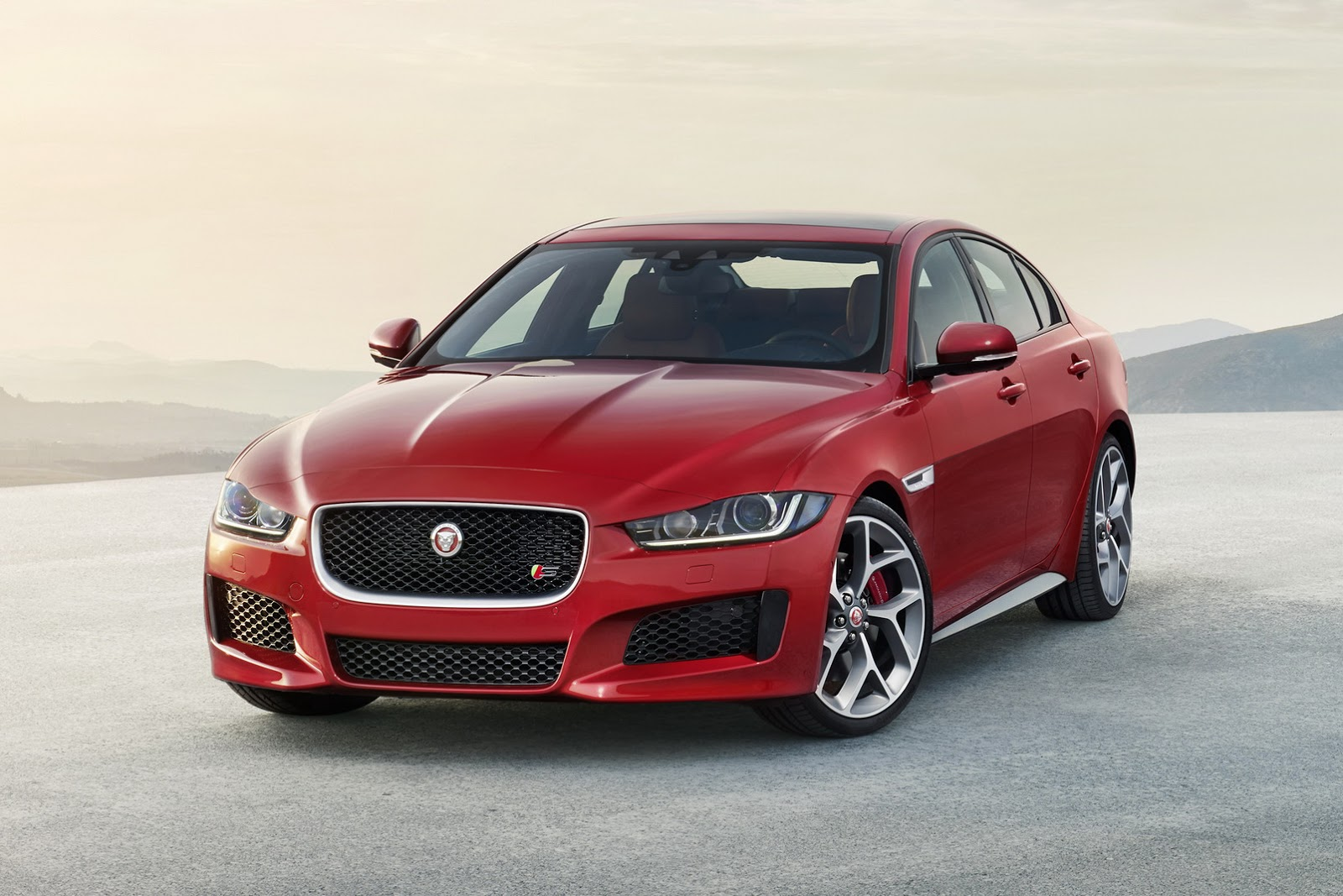 New-2016-Jaguar-XE-officially-revealed-Images-and-details-33