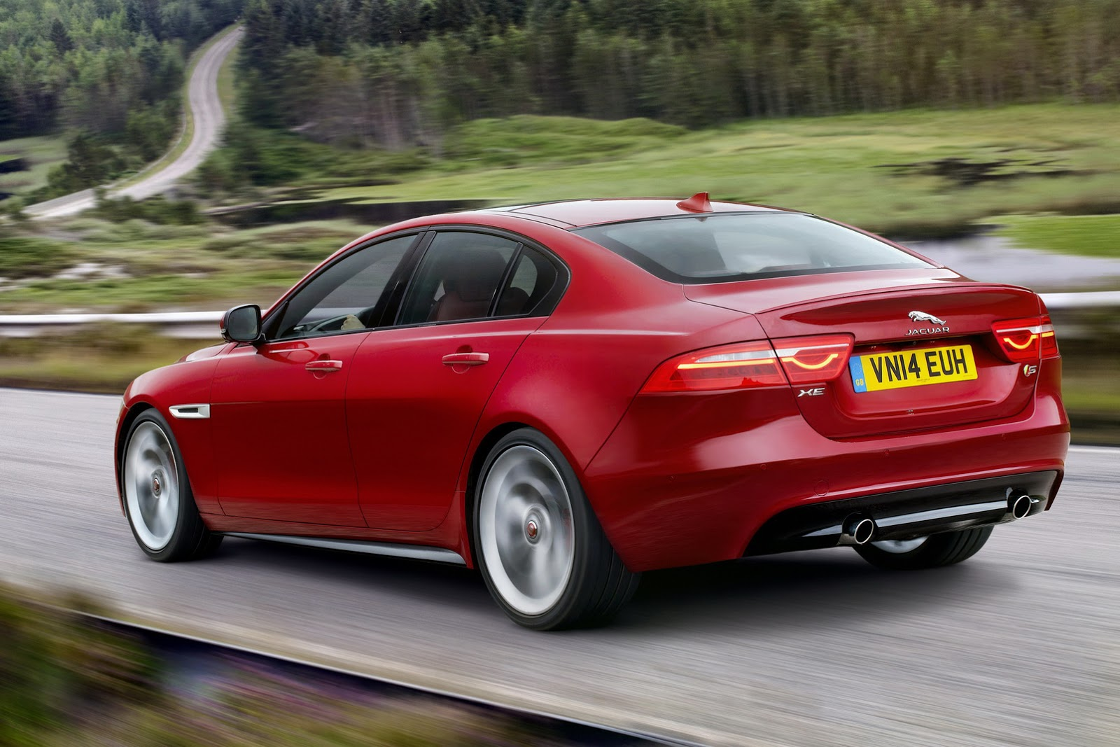 New-2016-Jaguar-XE-officially-revealed-Images-and-details-39.jpg.pagespeed.ce.Ap0fL8ogxH