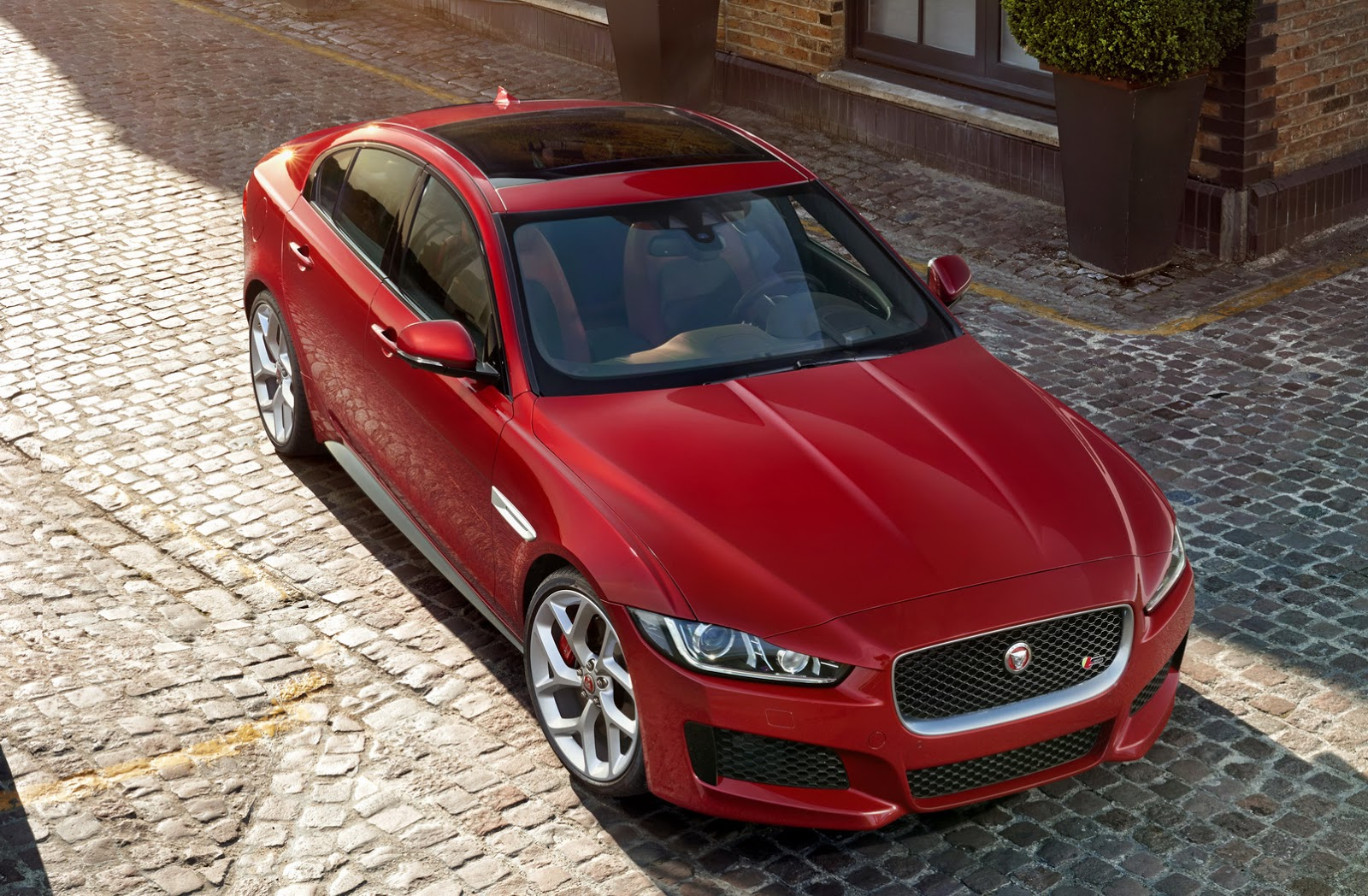 New-2016-Jaguar-XE-officially-revealed-Images-and-details-44