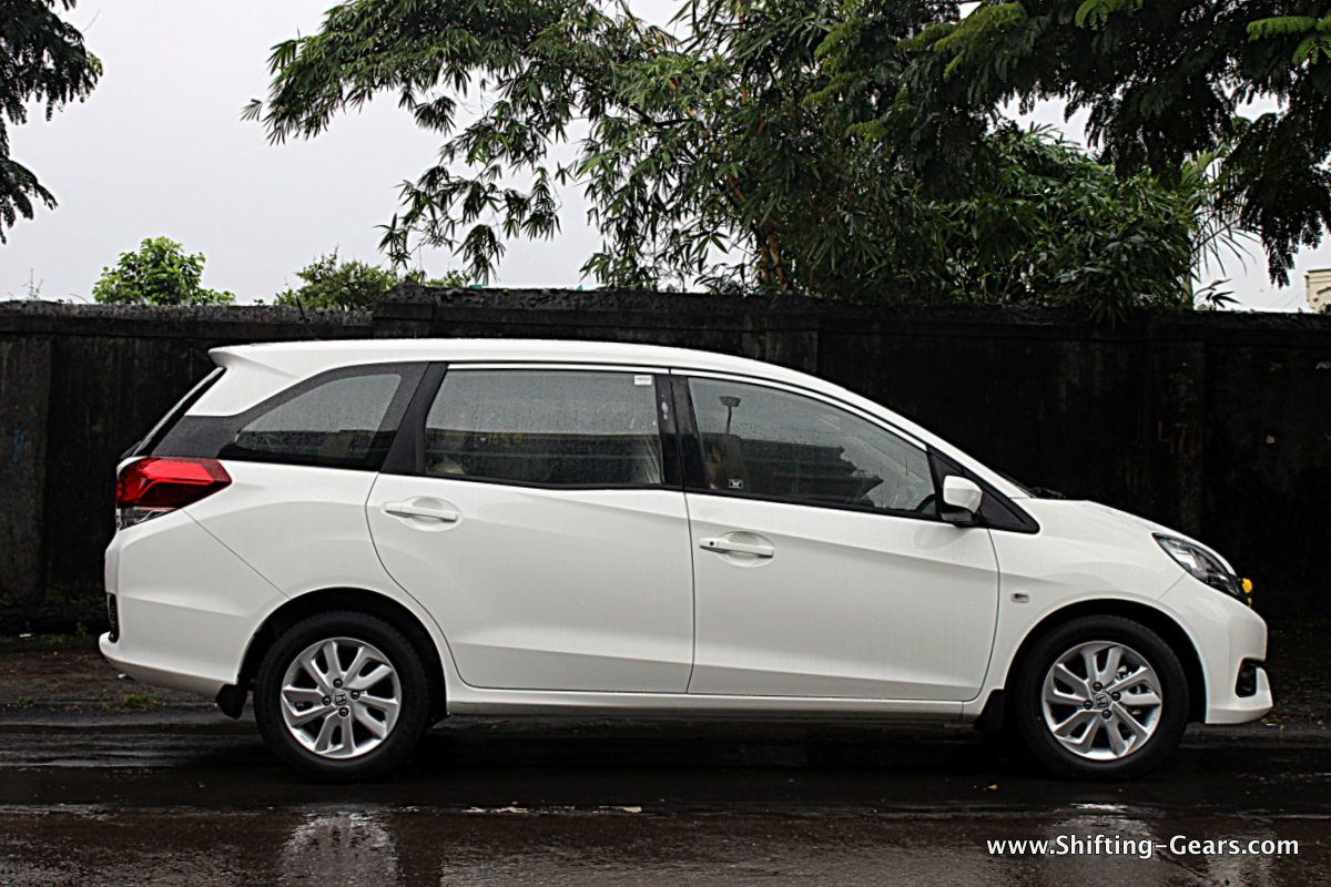 Side profile is typical of MPVs, a sloping front end and a tall rear end