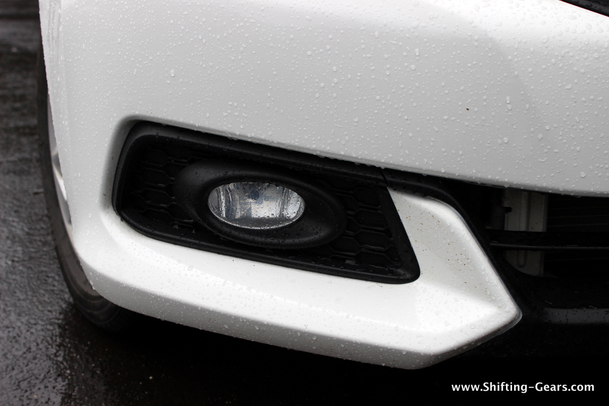 Oval shaped front fog lamp and sporty skirt like section on the front bumper
