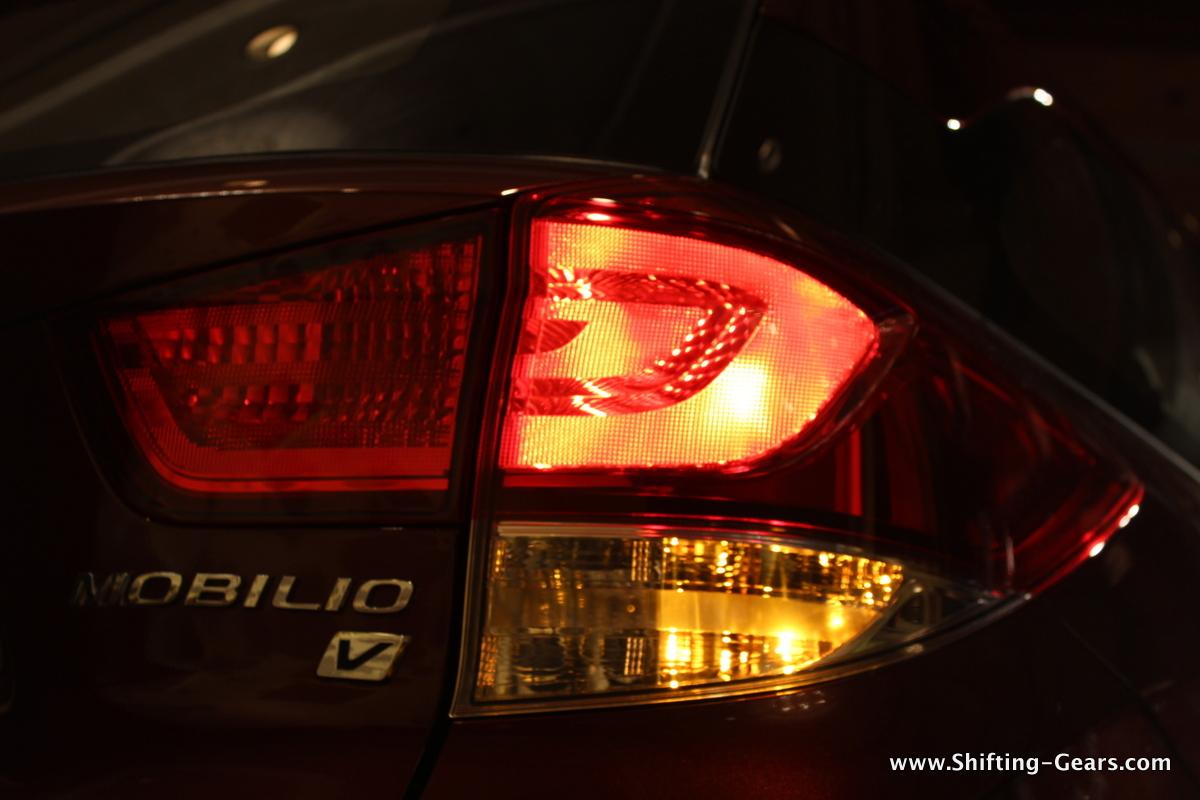 Honda Mobilio 19 Shifting Gears