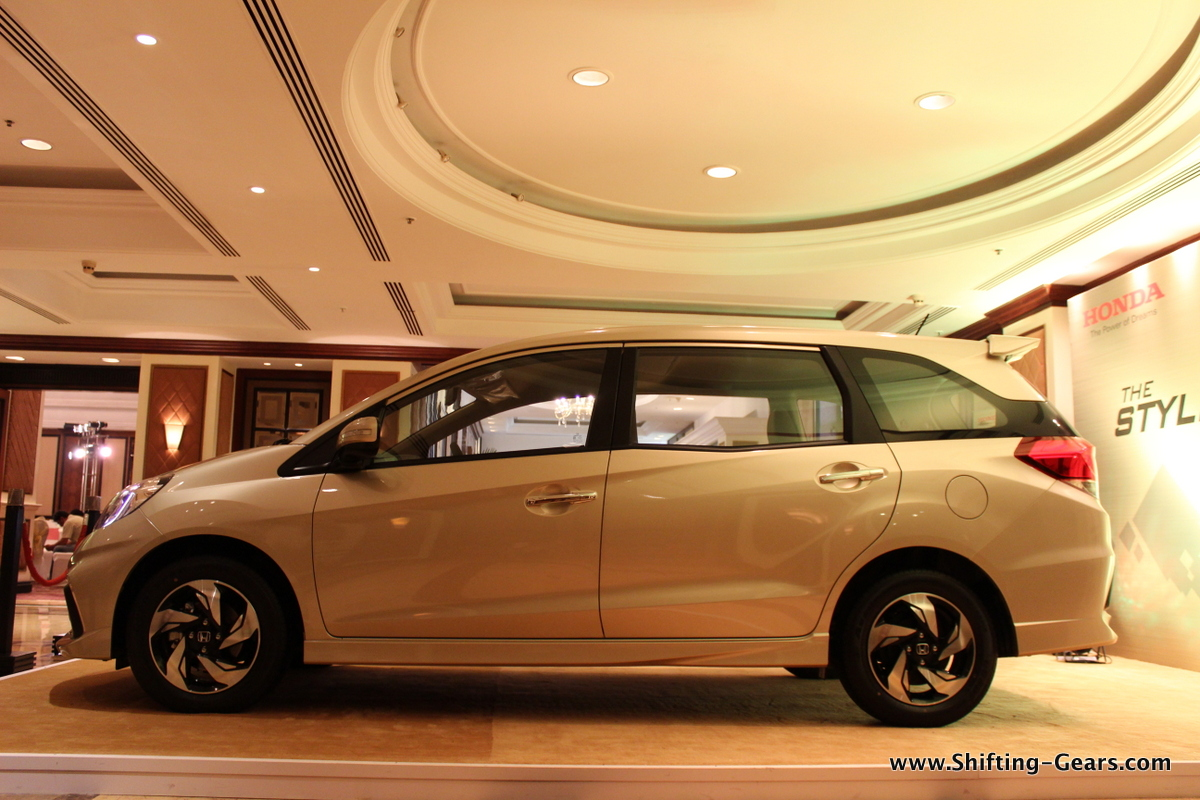 The overall package with the RS body kit gives the Mobilio a distinct look