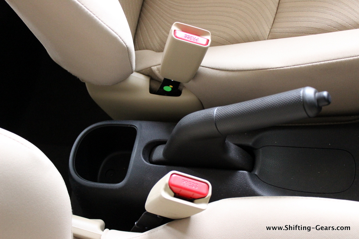 Bottle holder behind the handbrake