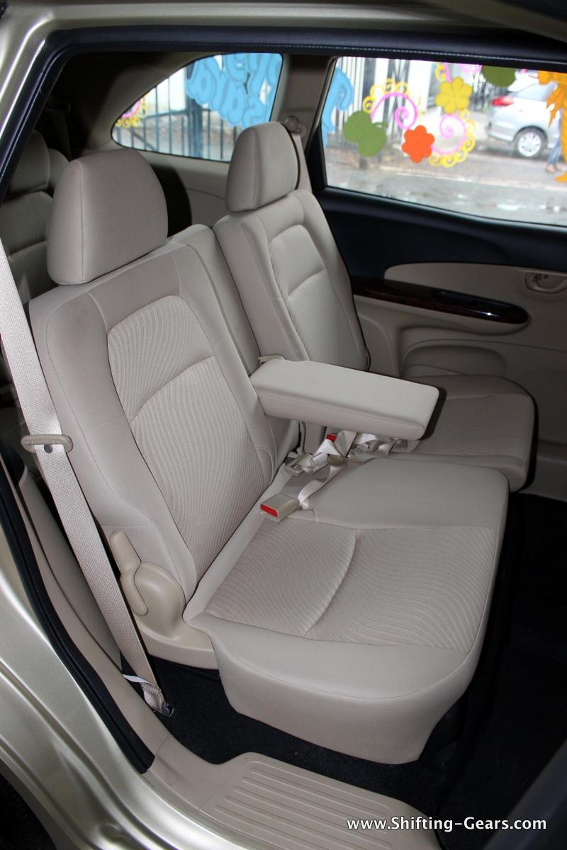 2nd row seats get a centre armrest