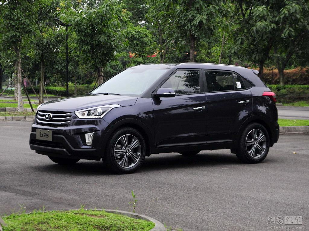 Hyundai ix25 compact SUV images