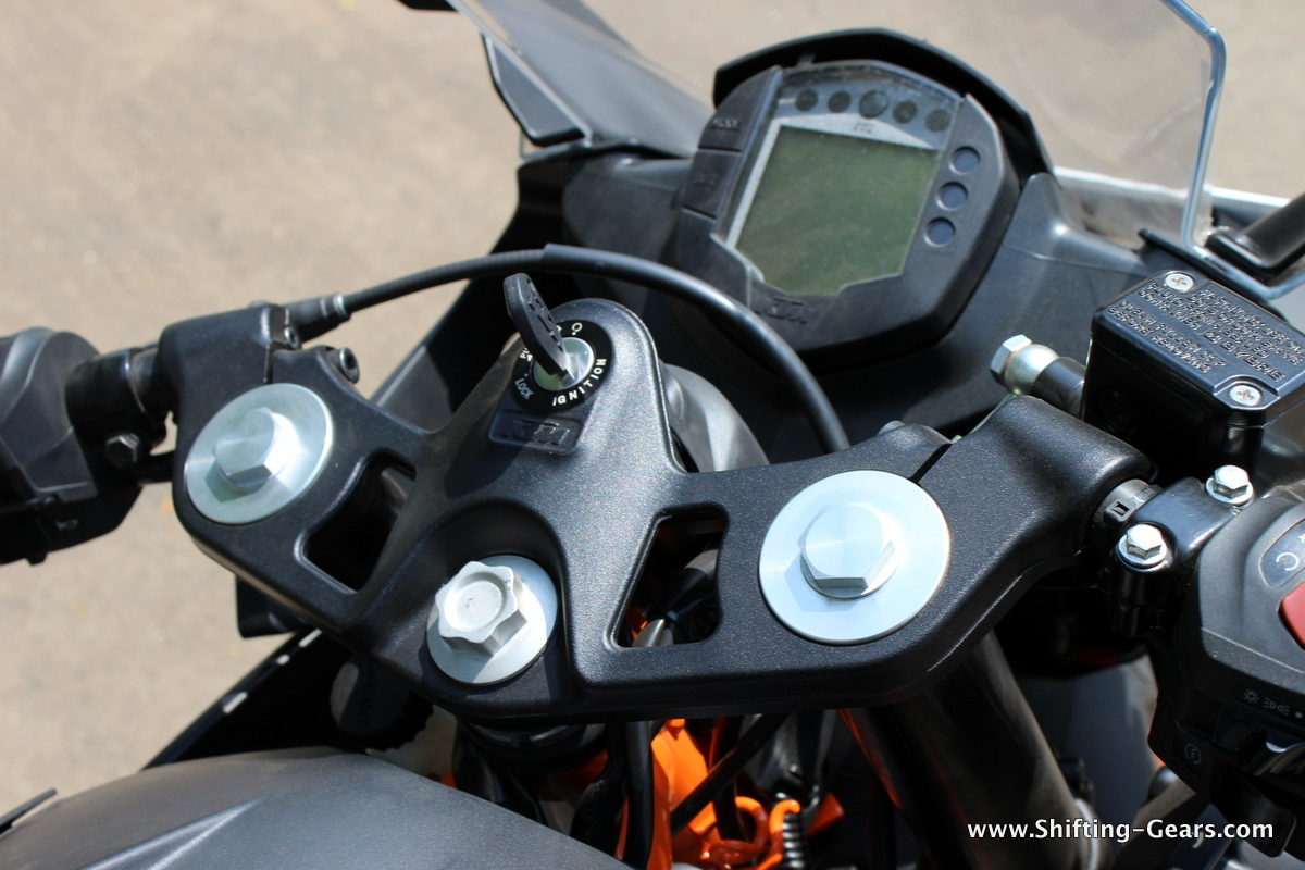 Clip-on handlebars look substantial. The RC390 gets bar end weights, while the RC200 doesn't.