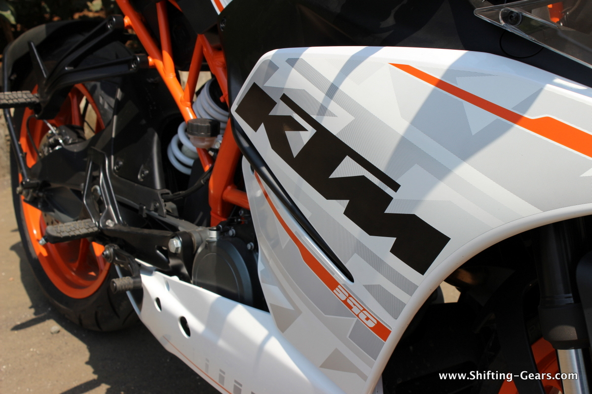 Decal work looks good, although we would have loved more body colours. KTM will offer a decal kit for the RC series soon, which would cost around Rs. 15,000.