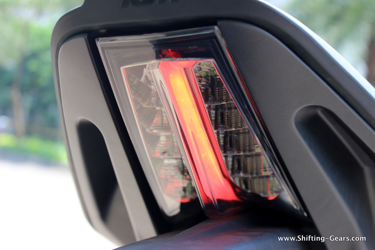 Single LED beam when the tail lamps are on