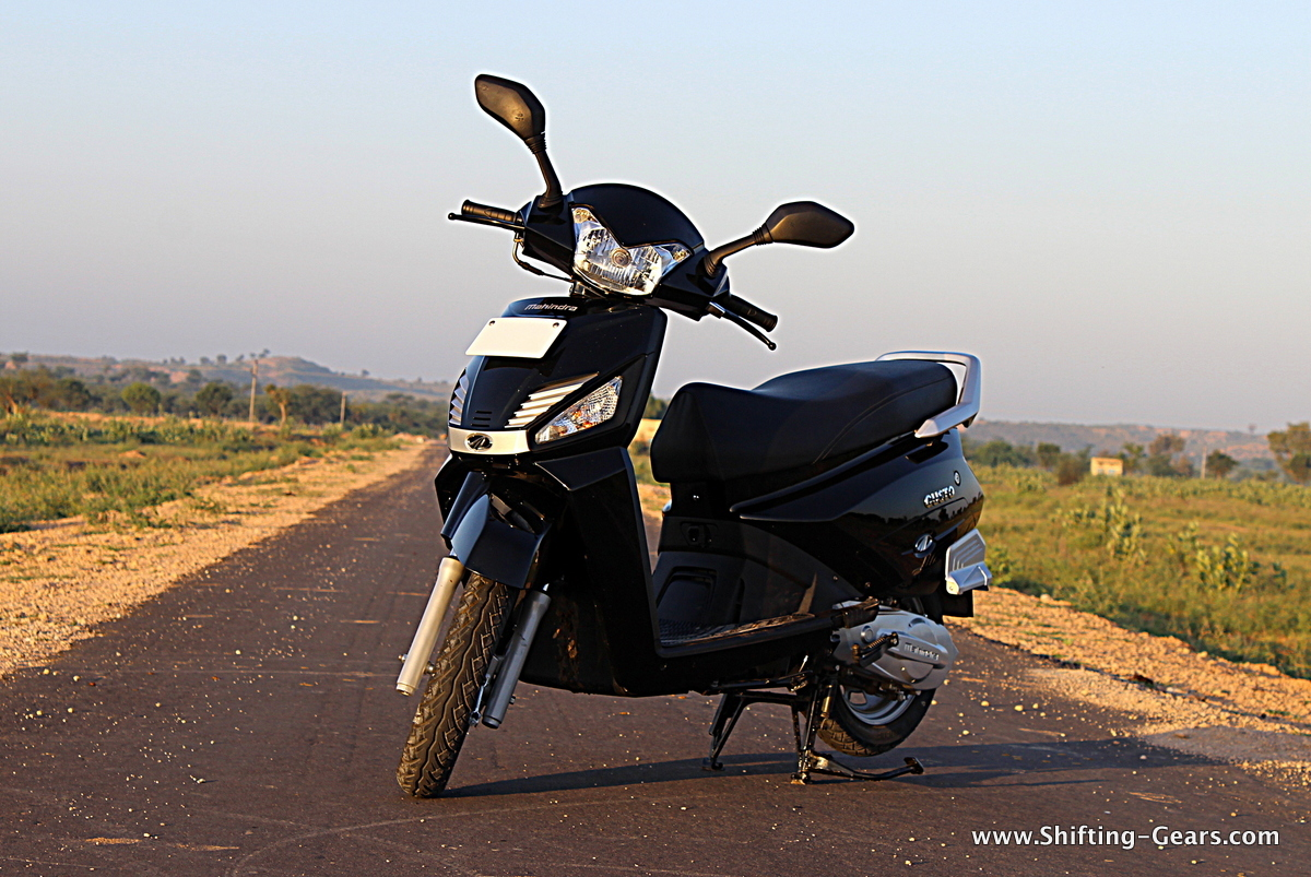 At the front, the Gusto gets a couple of highlights like the silver face plate with Mahindra logo and the silver aero-fins