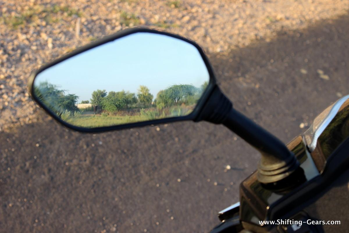 Rear view mirrors has a good viewing range