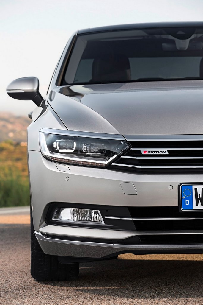 2015-Volkswagen-Passat-21