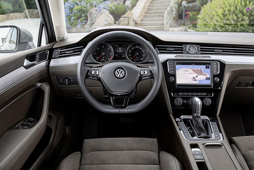 2015-Volkswagen-Passat-23