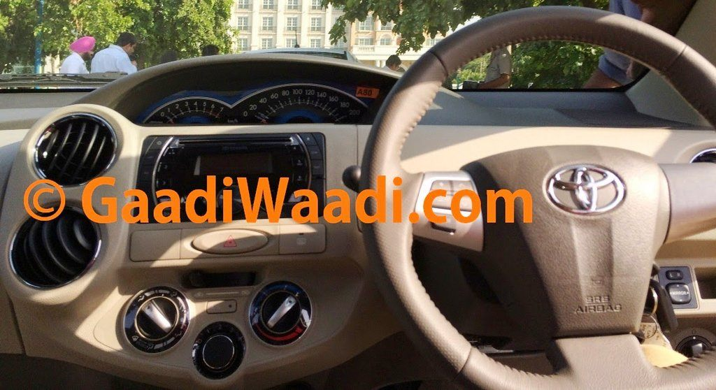 Toyota-Etios-faceift-spied-06-dashboard
