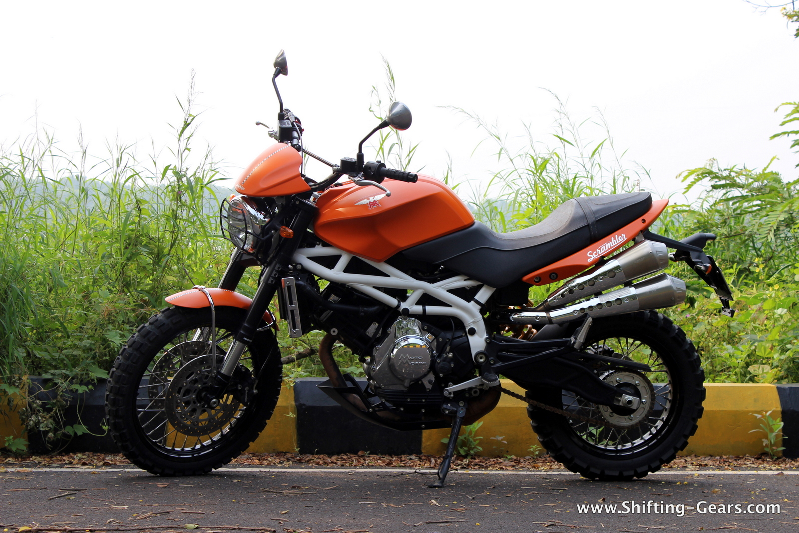 The Scrambler is very minimalistic in design, no bells and whistles