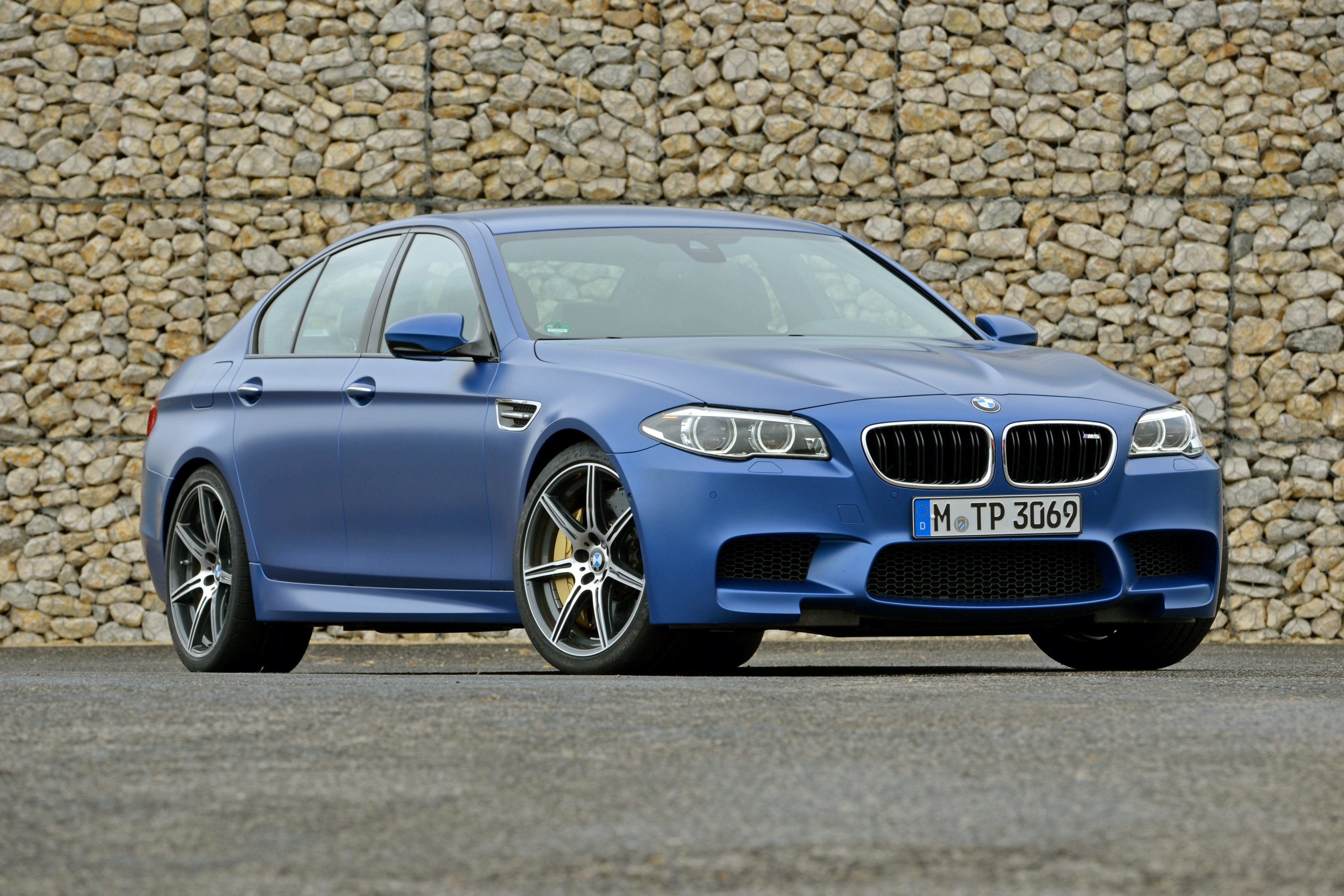 BMW M5 facelift launched at Rs. 1.35 crore