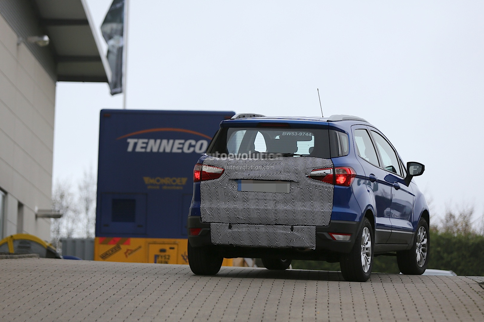 2015 Ford EcoSport drops the spare wheel on the bootlid