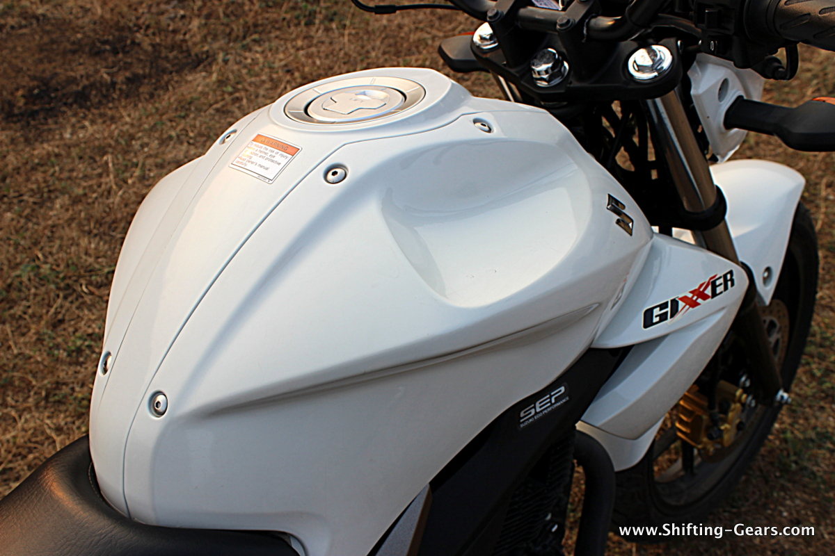 Only the Yamaha FZ comes close in terms of the fuel tank design