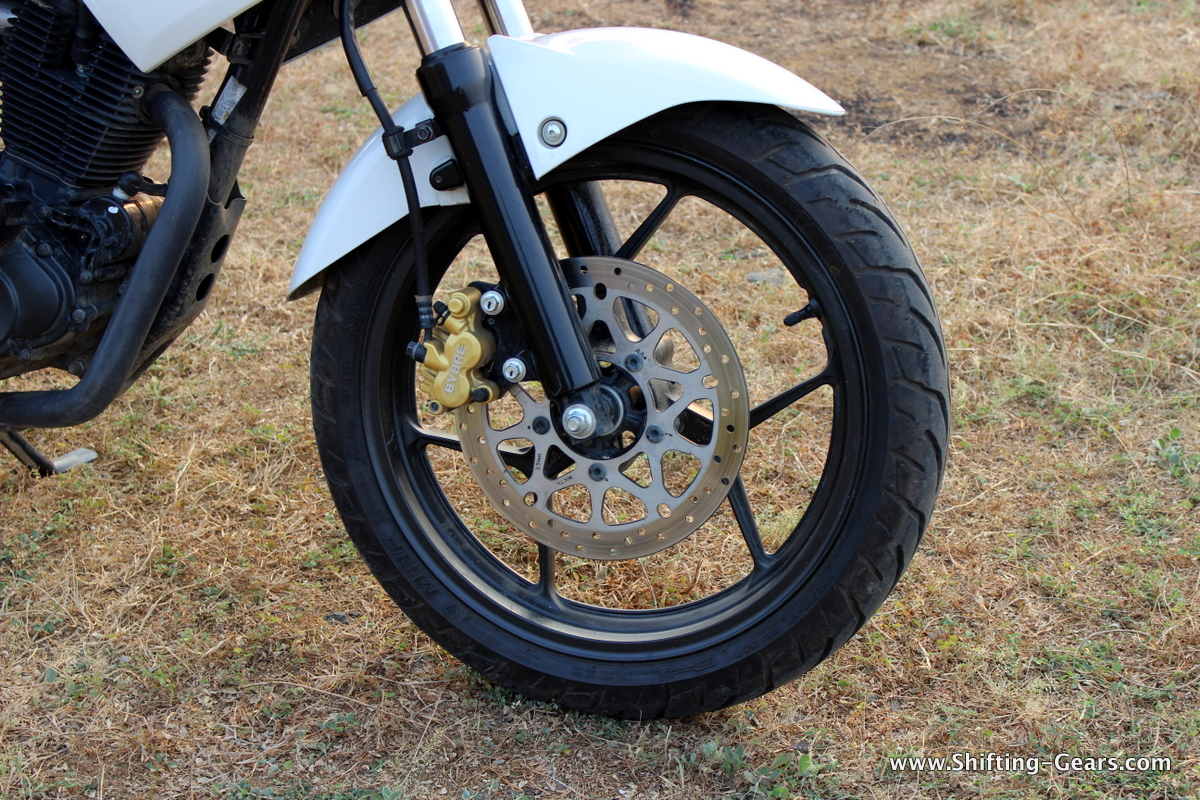 Single disc brake mounted on the 3 bi-spoke black alloy wheels and the telescopic front fork also painted in black
