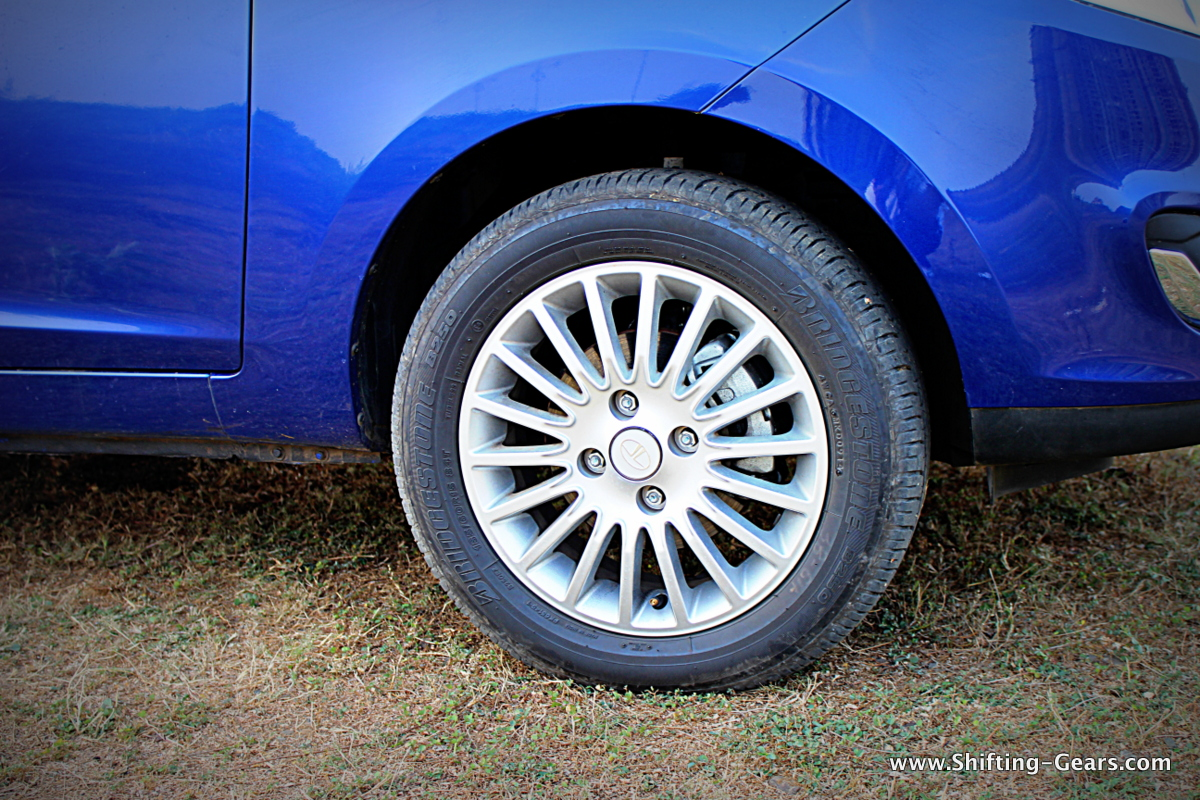 Multi-spoke alloy wheels on the AMT variant. Tata offers a segment first, alloy wheels as standard on all models of the Zest.
