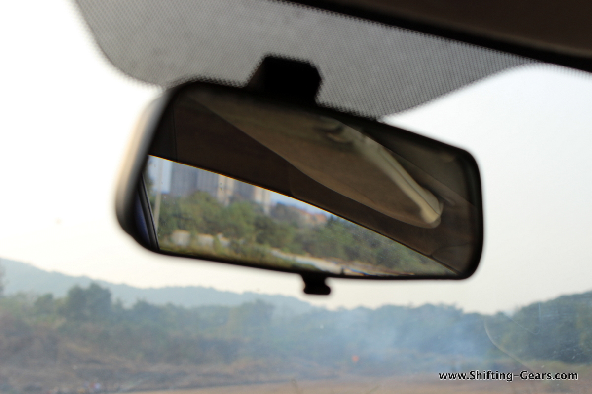 Rear view mirror gets day / night adjustment