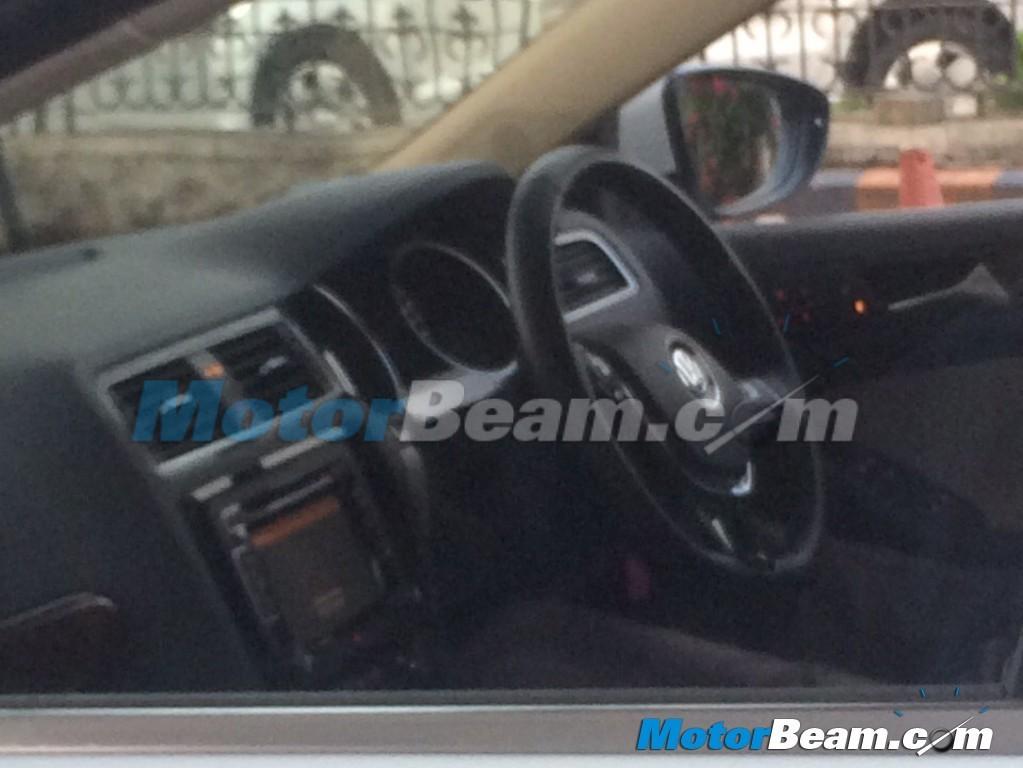 2015-Volkswagen-Jetta-Spyshot-2