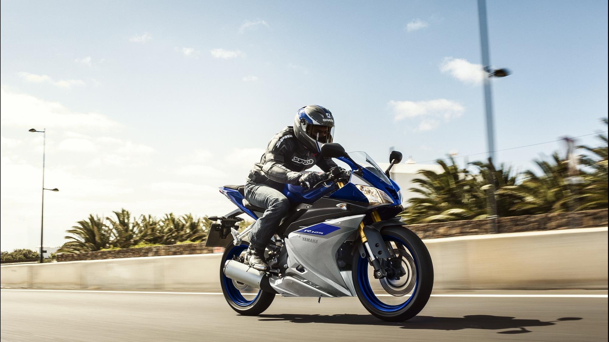 2015-Yamaha-YZF-R125-2