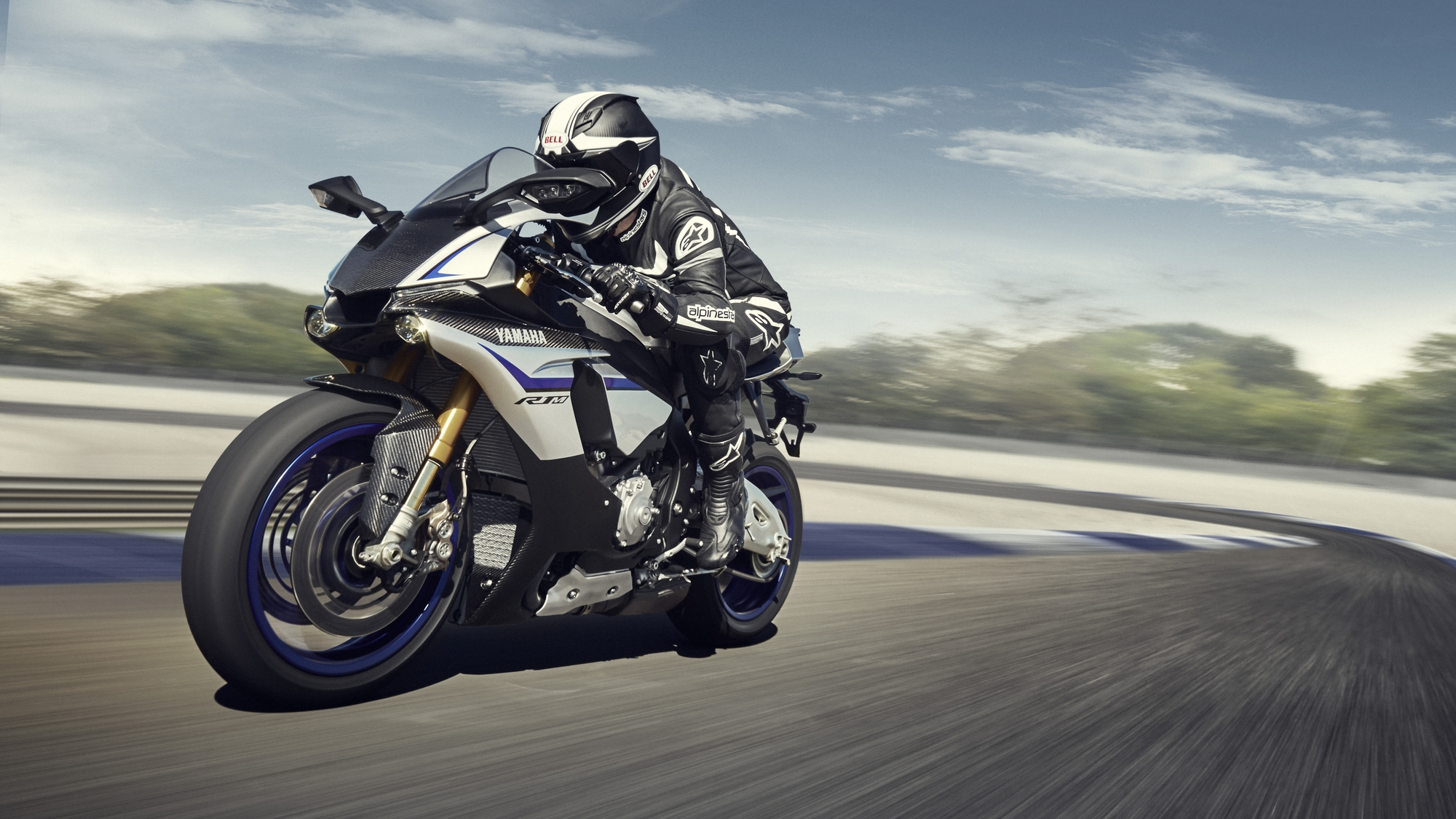 India-bound 2015 Yamaha R1 costs Rs. 15 lakh in UK