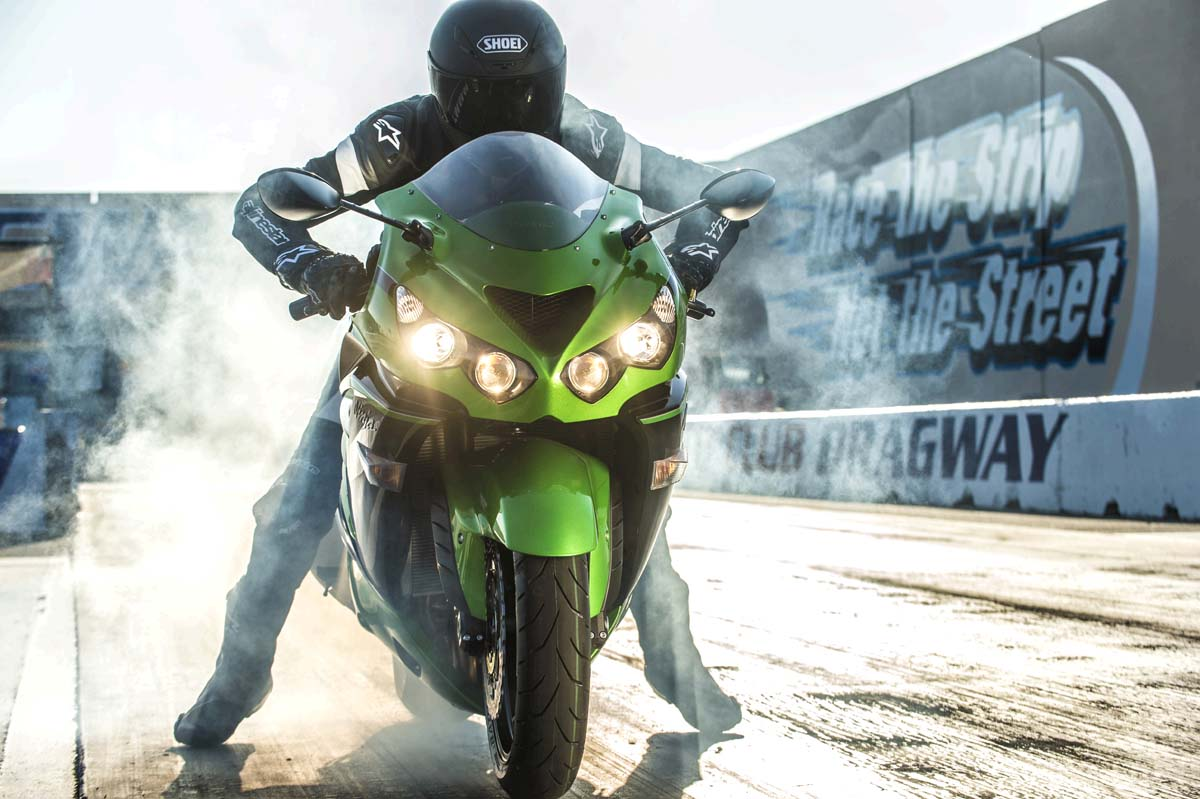 2015 Kawasaki Ninja ZX-14R green & black in India
