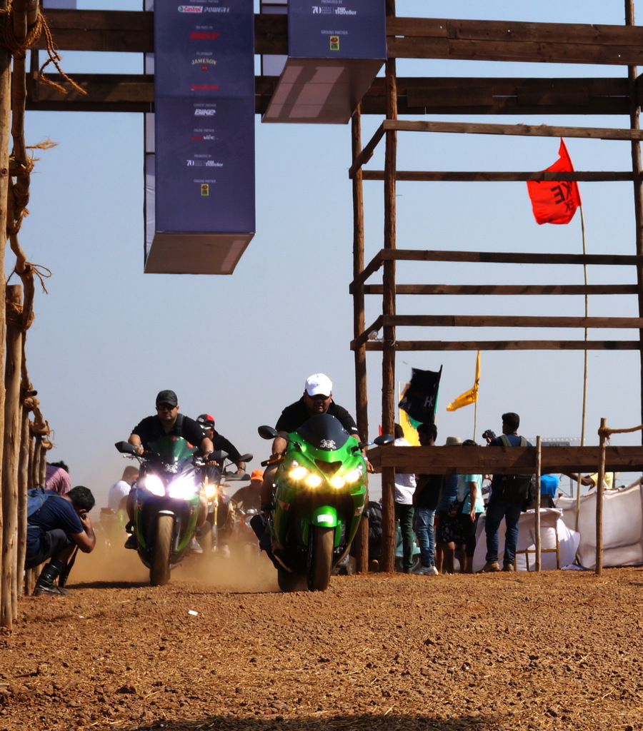 1km drag race at India Bike Week 2015