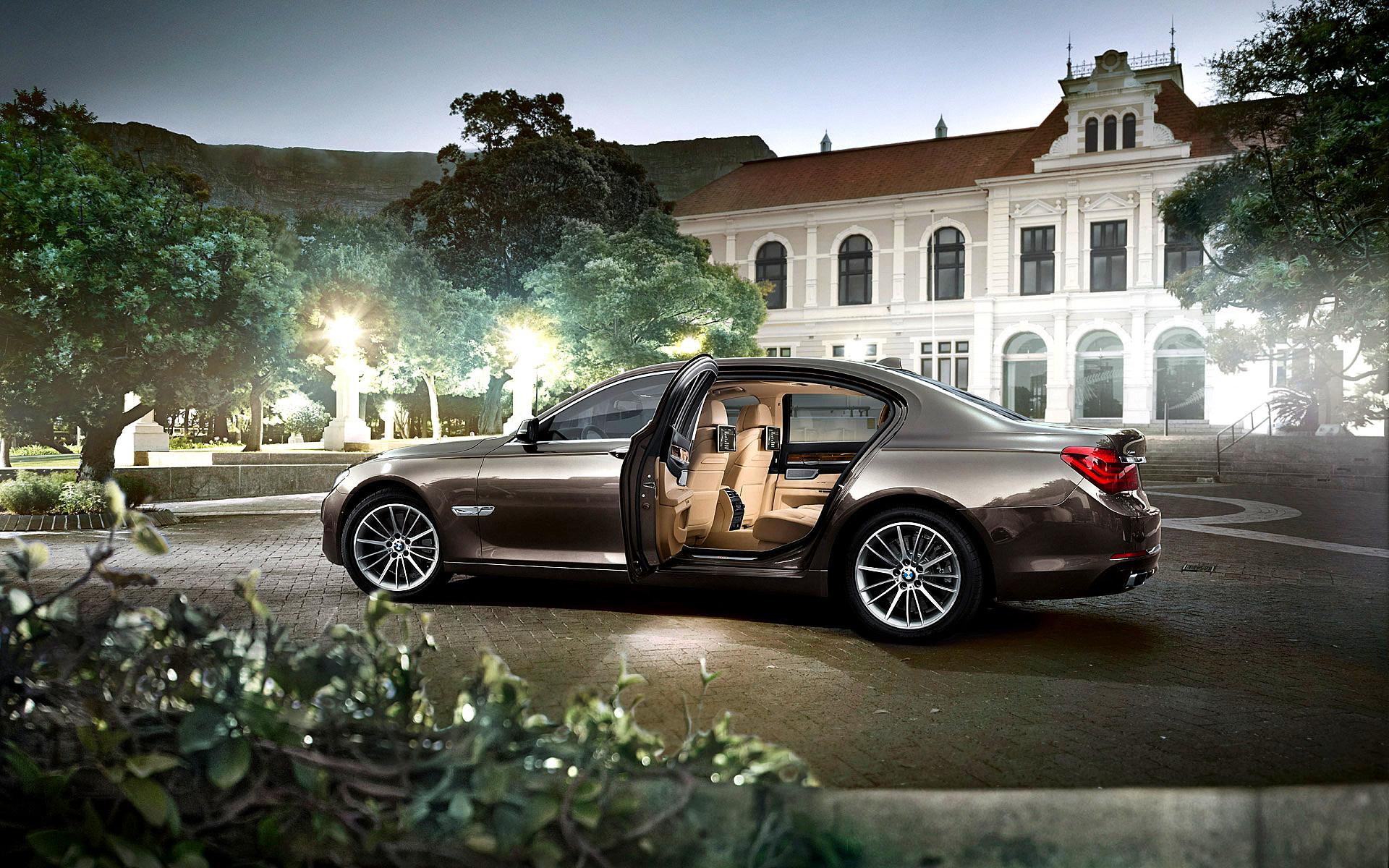 Bump in luxury car sales straining dealer service centres