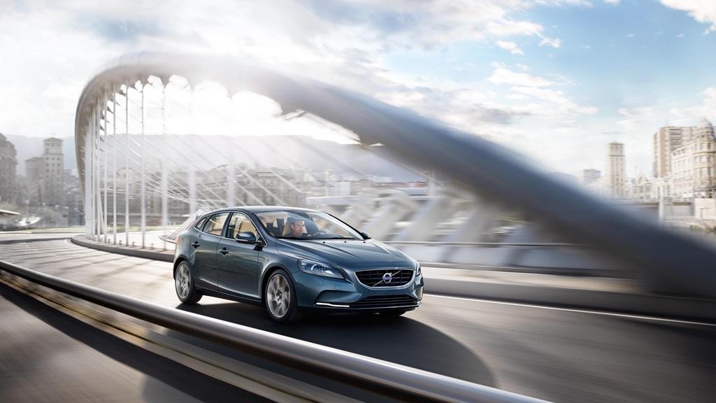 Volvo V40 hatchback coming in April 2015