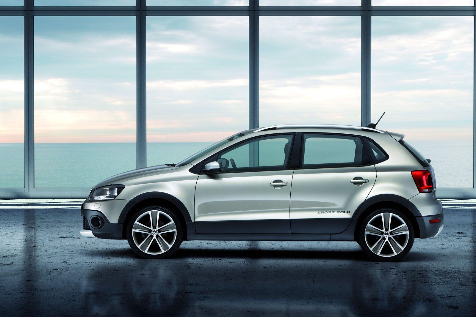 2011-Volkswagen-CrossPolo-3