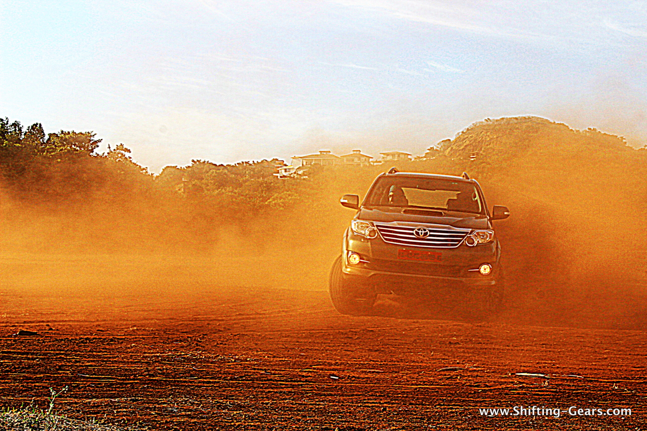 Toyota Fortuner 4x4 AT photo gallery