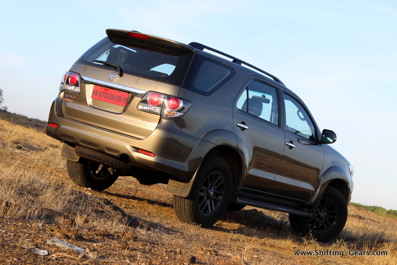 toyota-fortuner-4x4-at-11