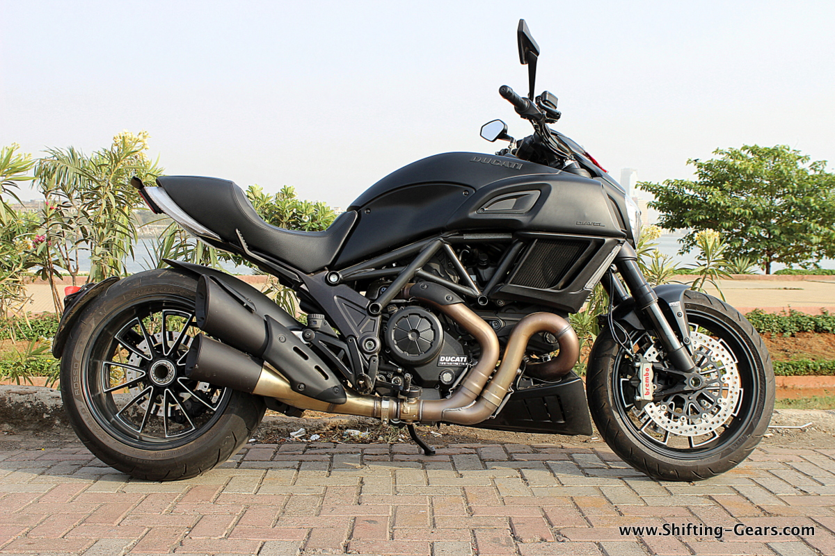 2015-ducati-diavel-india-review-06