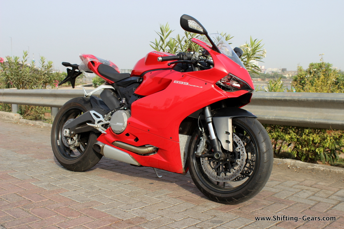ducati panigale 899 review shifting gears. Black Bedroom Furniture Sets. Home Design Ideas