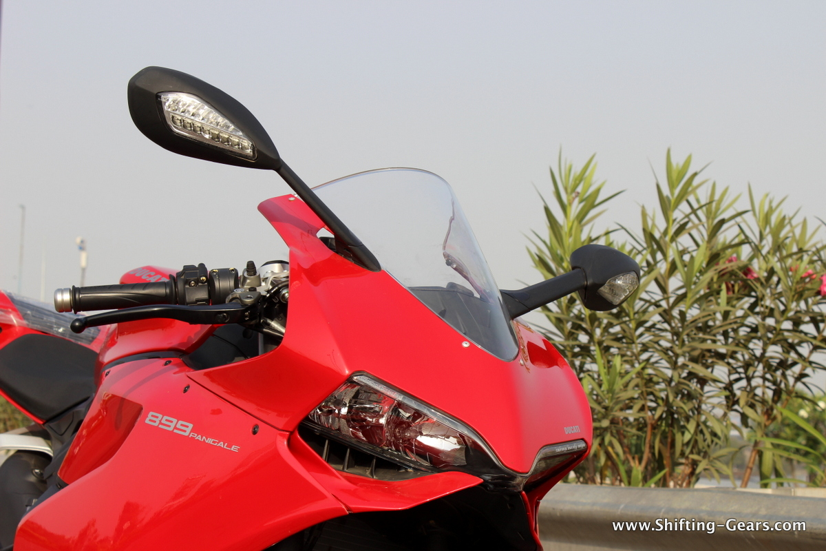 2015-ducati-panigale-899-review-06