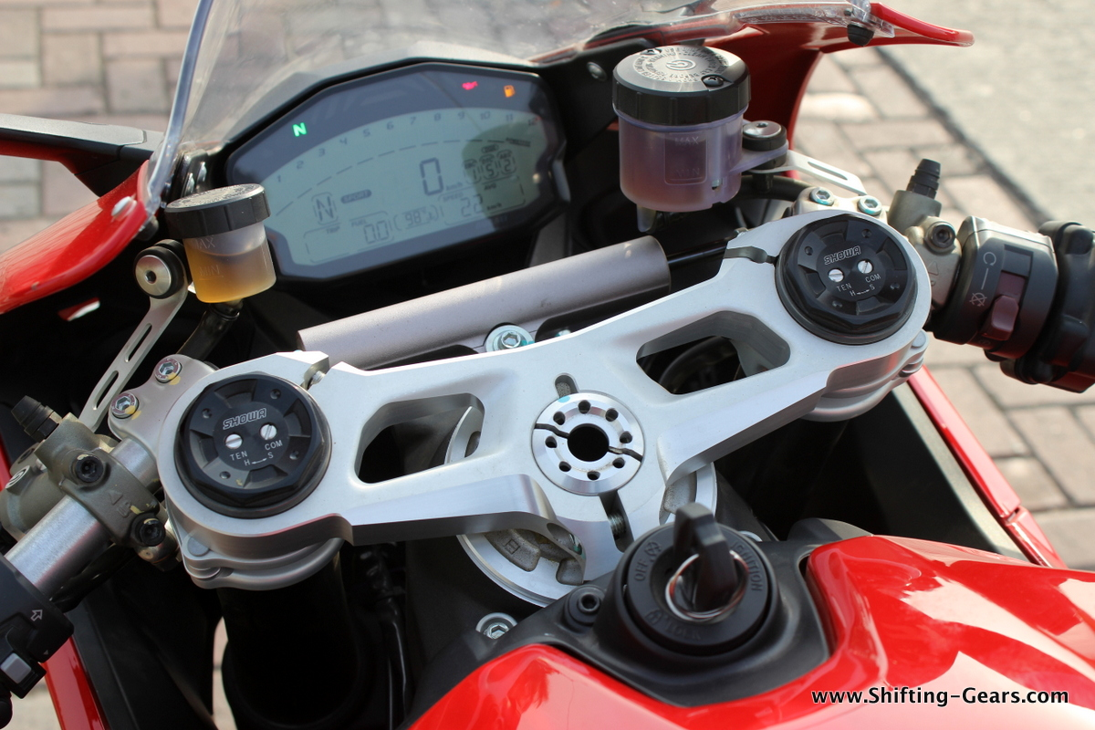 2015-ducati-panigale-899-review-12