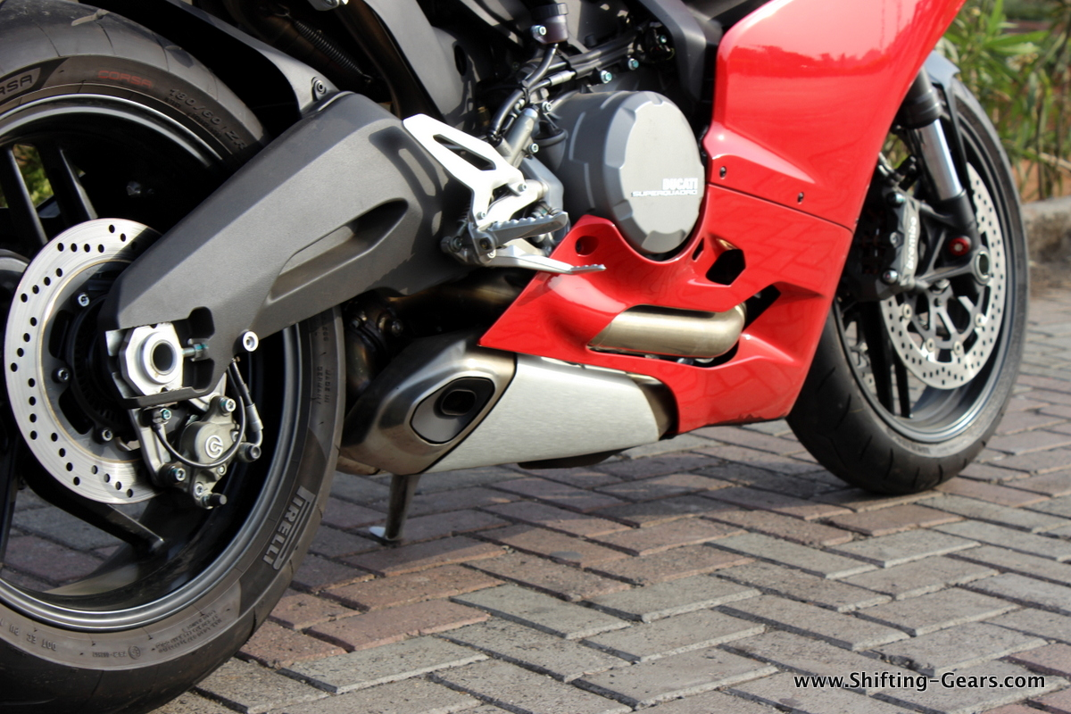 2015-ducati-panigale-899-review-20