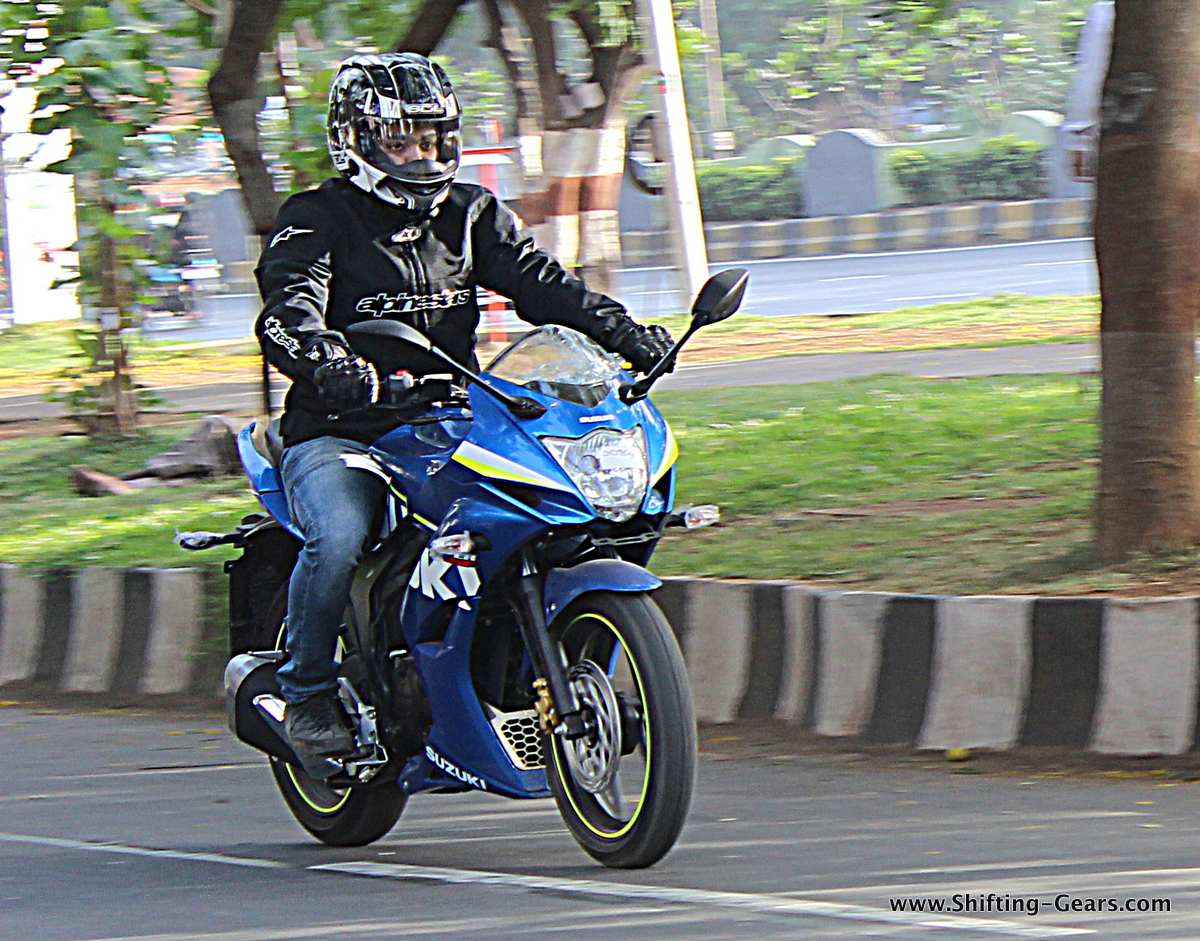 Suzuki Gixxer SF photo gallery