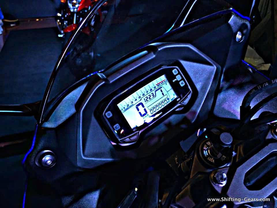 2015-suzuki-gixxer-sf-review-17