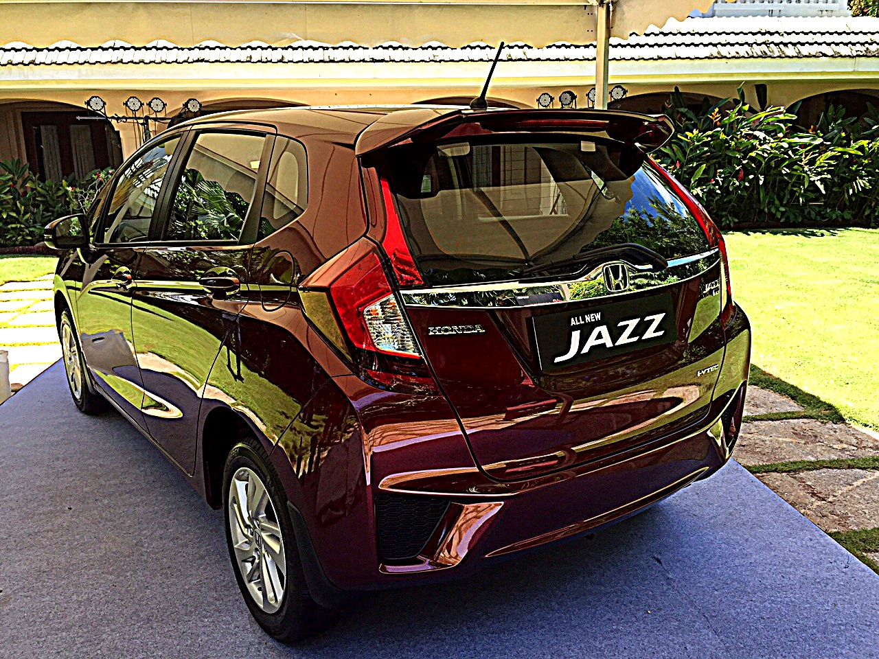 2015-honda-jazz-review-6